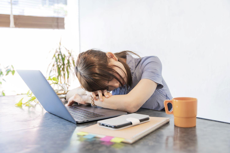 テレワーク うつ 病 コロナで「テレワーク食べすぎ」がうつを引き起こす可能性